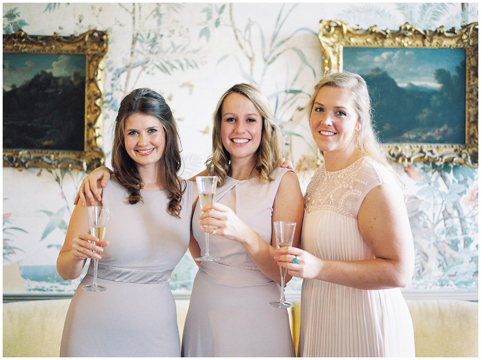HAPPY BRIDESMAIDS DRINKING CHAMPAGNE