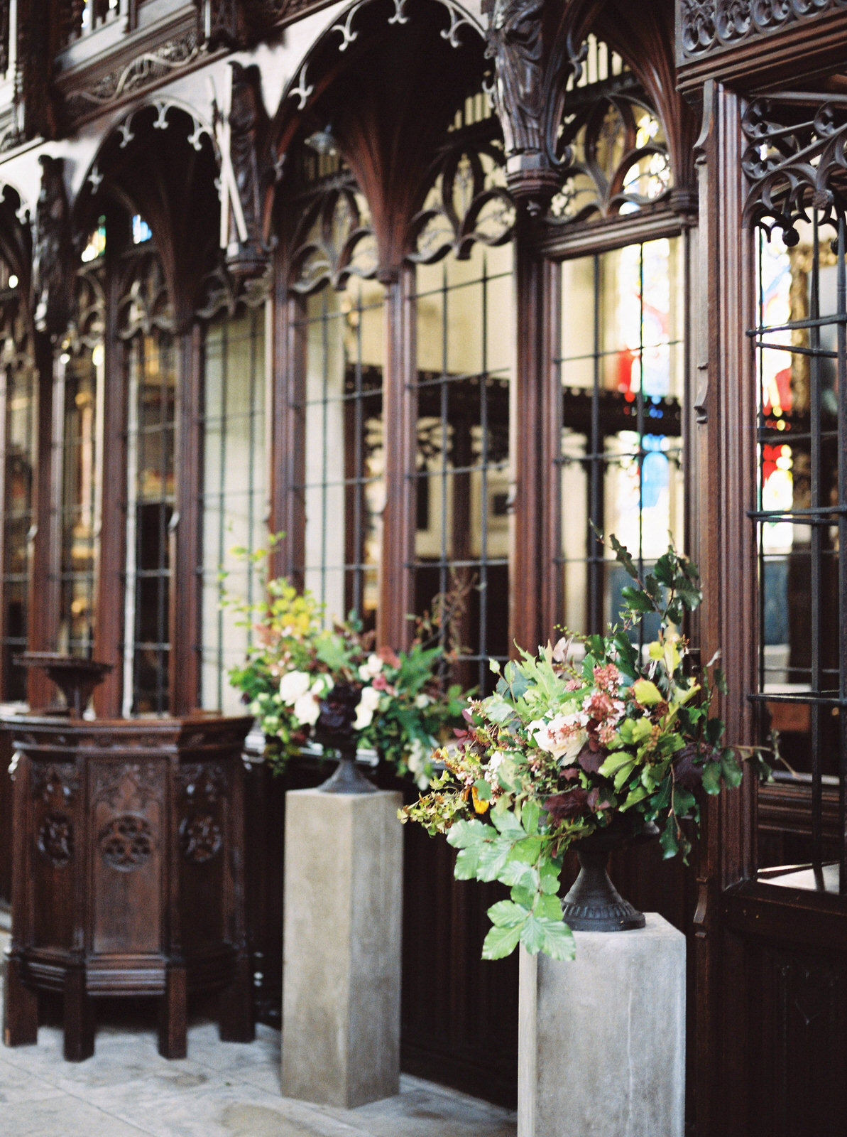 st giles church wedding flowers by martha and the meadow