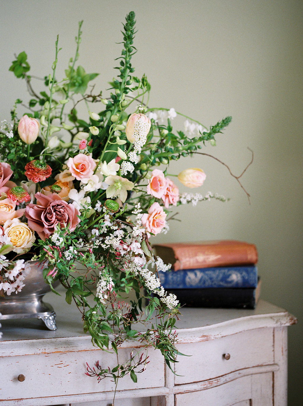 spring wedding flowers by martha and the meadow